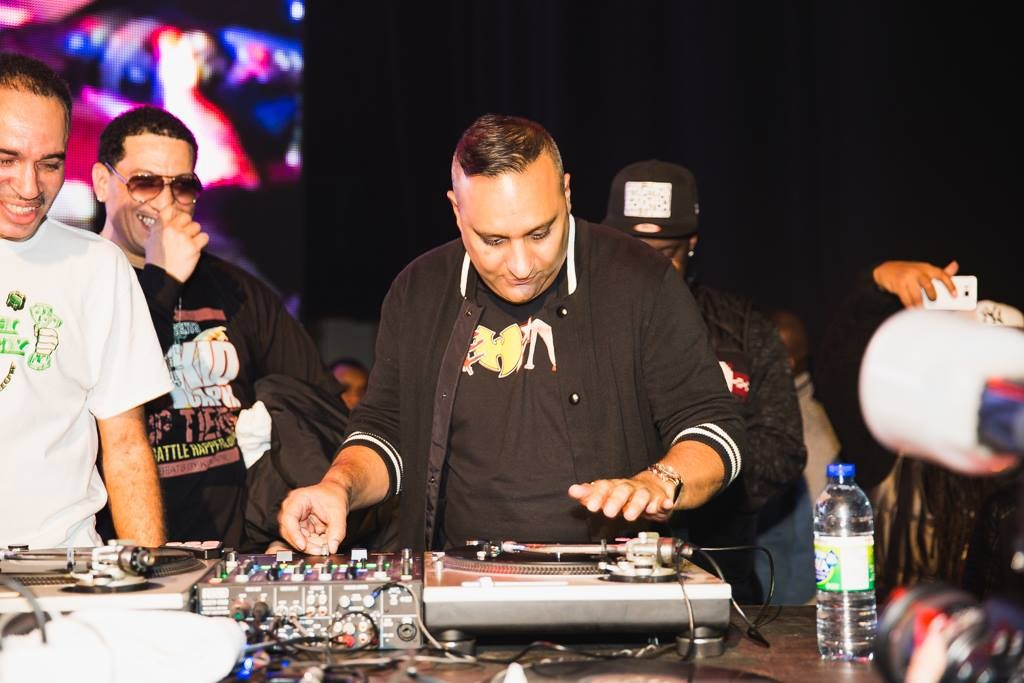 Comedian:DJ Russell Peters %22Gettin Busy%22 on those turntables