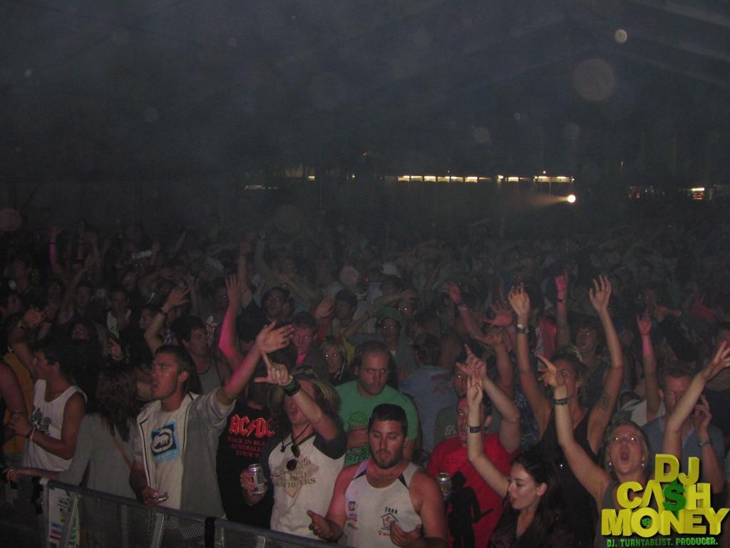 The crowd (Australia)